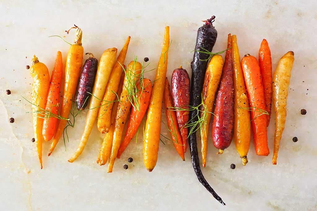Les caroténoïdes confèrent leurs couleurs aux différentes variétés de carottes